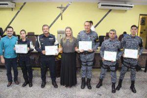 Vereadora Ada Dantas entrega Votos de louvor à policiais por atos de heroísmo