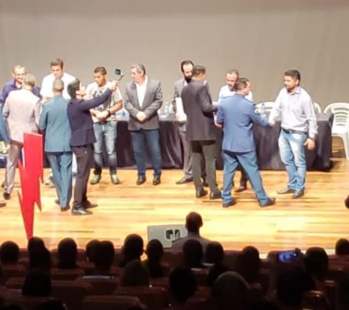 RECONHECIMENTO – Presidente da ASSFAPOM recebe diploma de colaborador do Batalhão Rondon