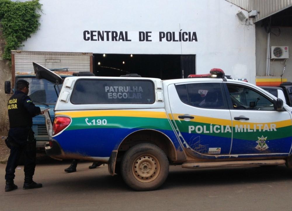 VÍDEO-ASSFAPOM RECEBE DENÚNCIA QUE SALA DE REGISTRO DA PM NA CENTRAL DE POLÍCIA ENCONTRA-SE EM ESTADO LASTIMÁVEL