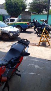 """VERGONHOSO: Militares tem que empurar viatura """"sucateada"""" no município de Porto Velho"""
